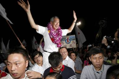 Singapore's Prime minister Lee Hsien Loong's celebrates early victory. Getty Image