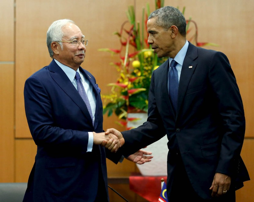 Obama and Razak shake hands after their bilateral meeting before the start of the ASEAN Summit in Kuala Lumpur